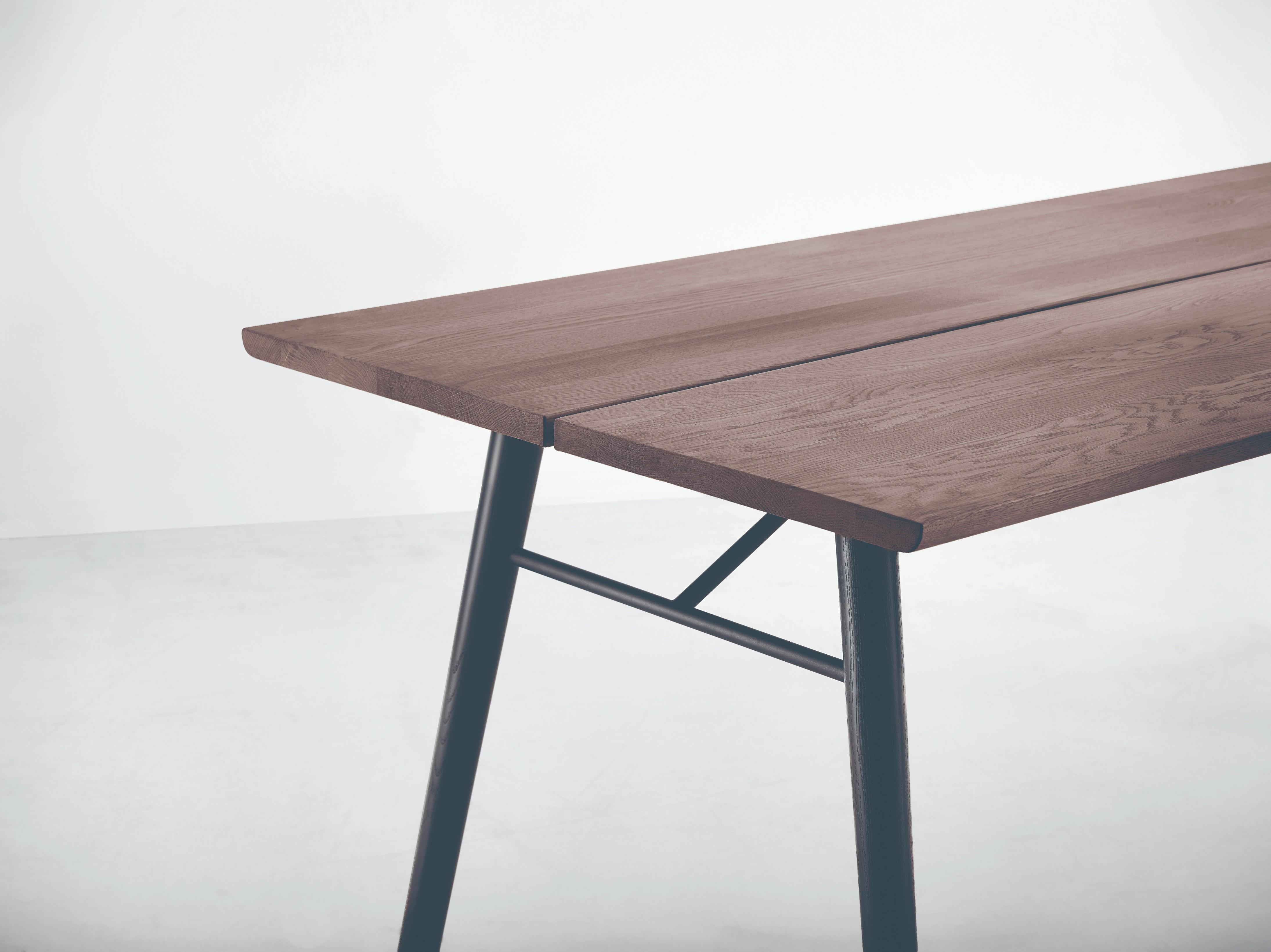 Fantastisk Alley spisebord 205 matlakeret røget eg/sort fra Woud - fdbdesign IH78