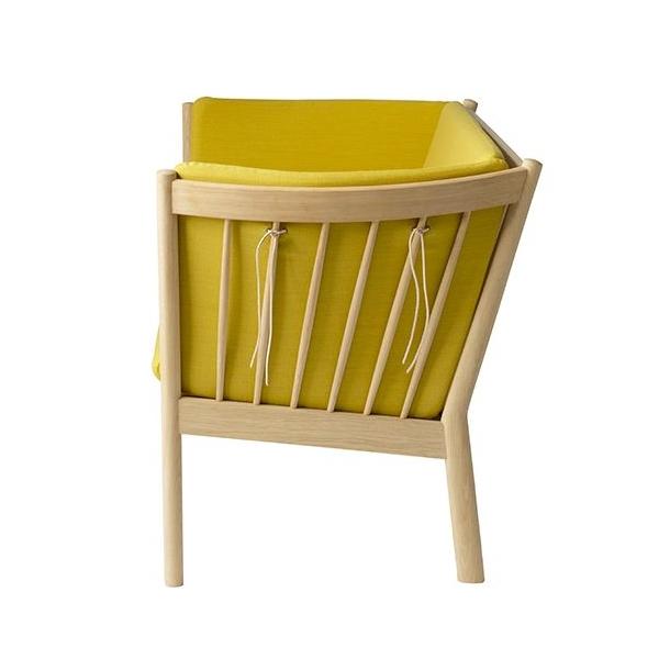 J148 2-pers sofa <br>(Eg/Okkergul)