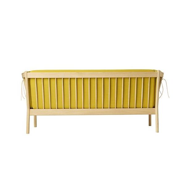 J149 3-pers sofa <br>(Eg/Okkergul)