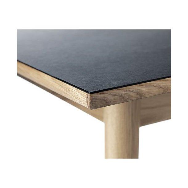 C35B spisebord til 6-10 pers <br> (Eg/sort linoleum)