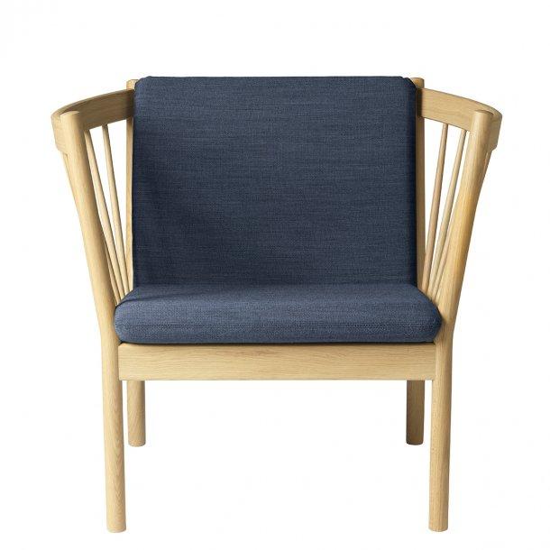 J146 lænestol <br>(Eg/Mørkeblå)